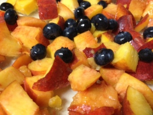 peach crisp mixed fruit closeup