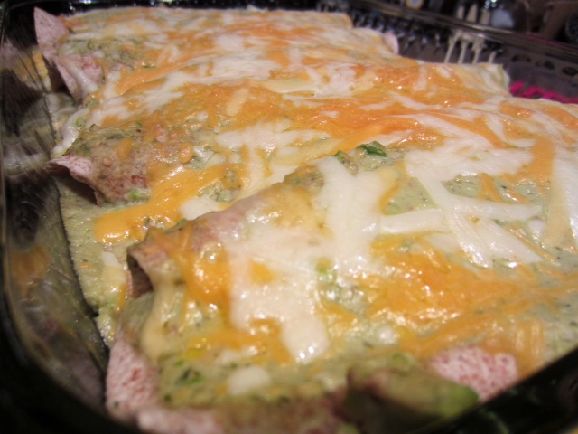 Chicken & Avocado Enchiladas in Creamy Avocado Sauce – finding time ...