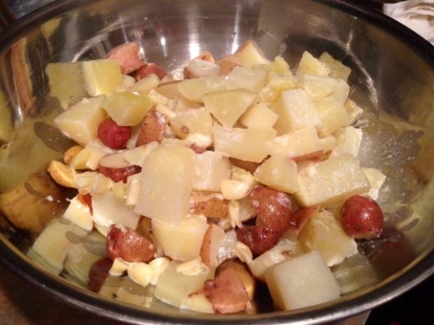 creamy garlic mashed potatoes assembled
