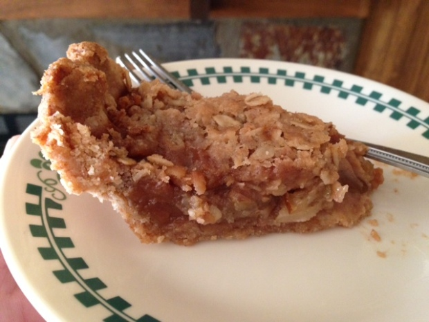 caramel pear pie oat crumble slices2