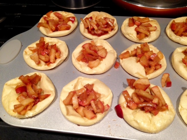 apple pie german pancake bowls pancakes filling2