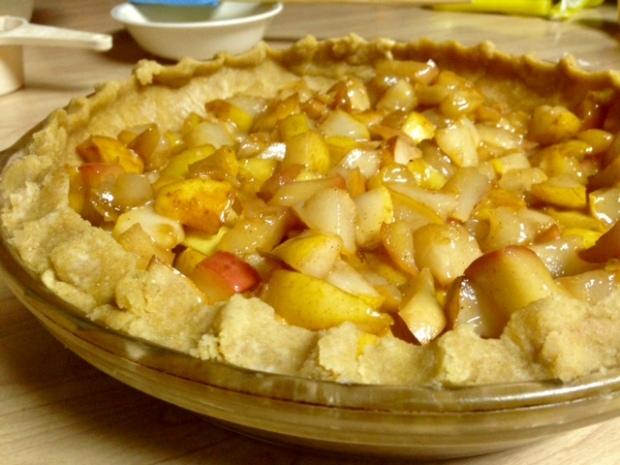 pear-apple pie with streusel apple filling