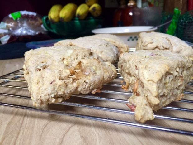 apple pie scones baked
